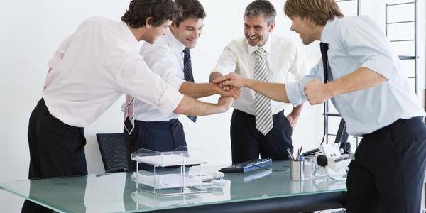 ¿Son los amigos los mejores compañeros de trabajo?